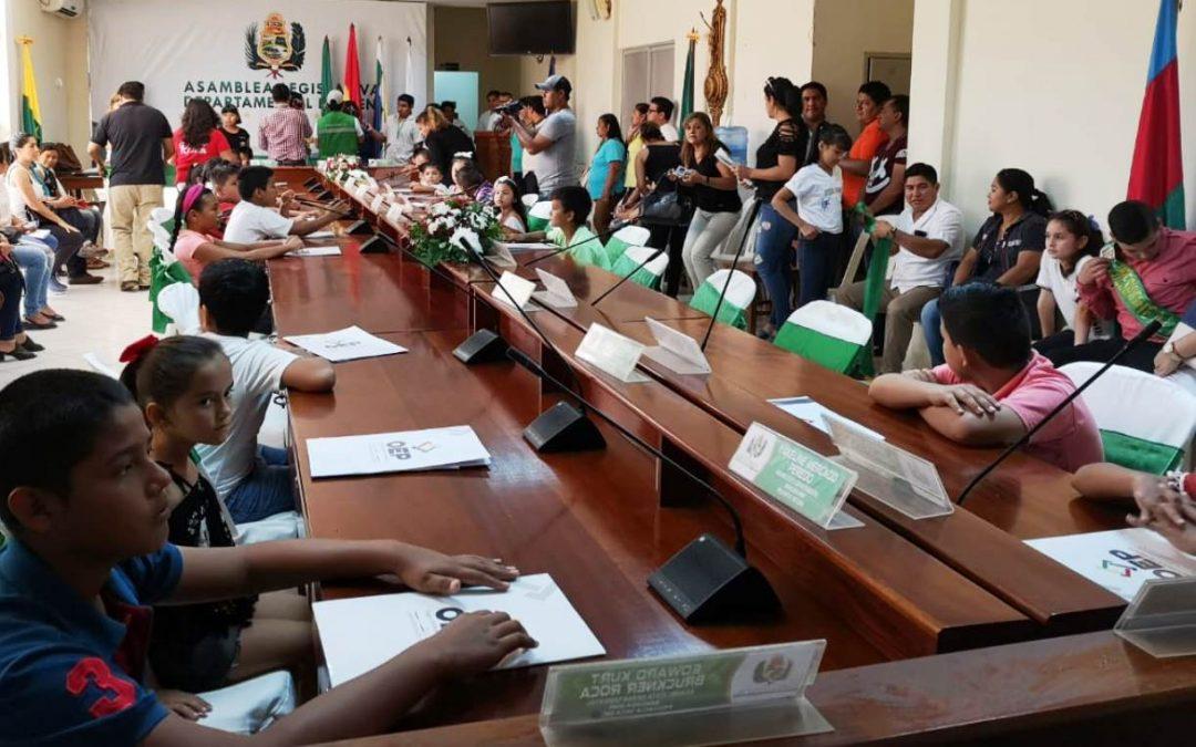 Beni: 28 niñas y niños recibieron sus credenciales como asambleístas departamentales
